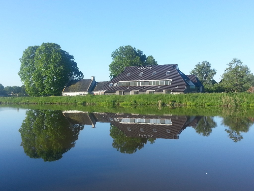 Comfortable rental apartments / almost completely energy-neutral apartments in a modern farmhouse at just 1,4 miles from the University of Groningen in a quiet area at the canalized river Reitdiep